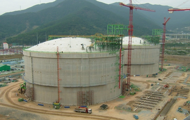 Design and analysis of above-ground full containment LNG storage tanks